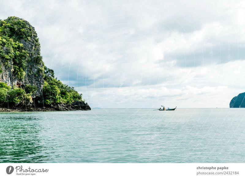 Eine Insel Ferien & Urlaub & Reisen Sommer Pflanze Landschaft Baum Meer Erholung Ferne Küste Arbeit & Erwerbstätigkeit Felsen Wellen Abenteuer entdecken Hügel