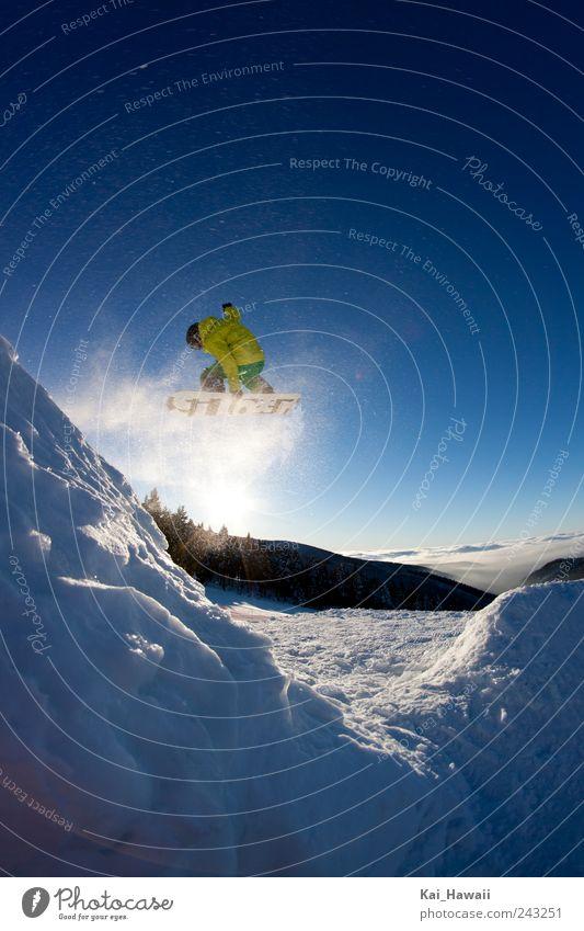 Snowboarding Wintersport Himmel Wolkenloser Himmel Sonne Sonnenaufgang Sonnenuntergang Schnee Berge u. Gebirge Schneebedeckte Gipfel springen sportlich Coolness