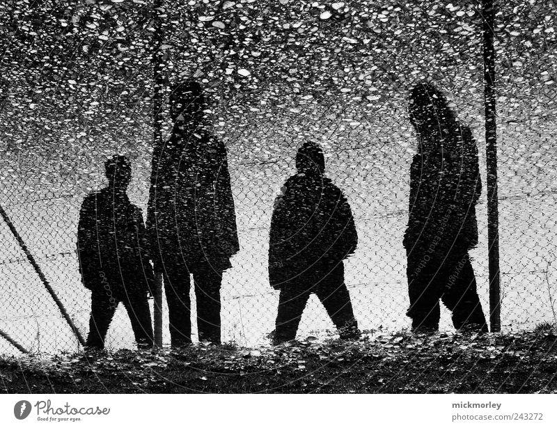 The Insignificants Mensch Jugendliche Erwachsene dunkel kalt Umwelt Regen dreckig nass ästhetisch authentisch außergewöhnlich Lifestyle Coolness Wandel & Veränderung einzigartig