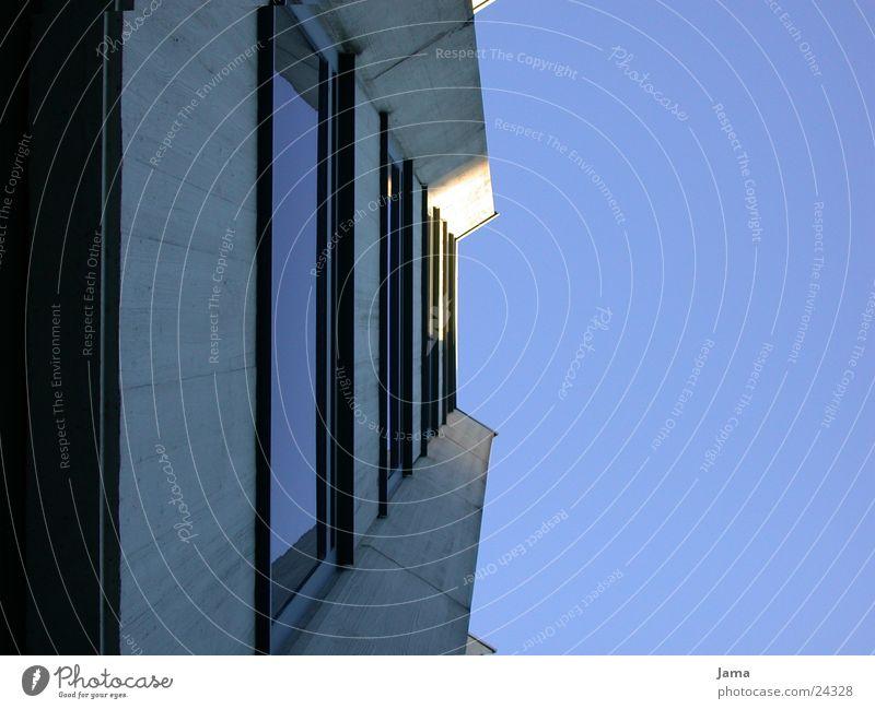 Himmelblick Himmel Fenster Architektur Glas Beton Hochhaus Fassade Perspektive Baustelle