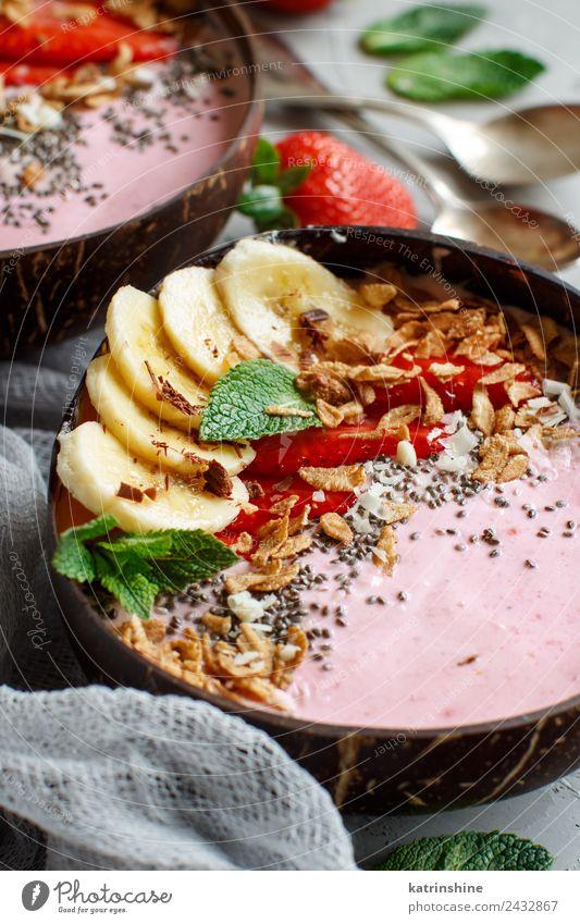 Erdbeer- und Bananen-Smoothie-Schalen Joghurt Frucht Dessert Ernährung Frühstück Vegetarische Ernährung Diät Schalen & Schüsseln Löffel Sommer frisch grau grün