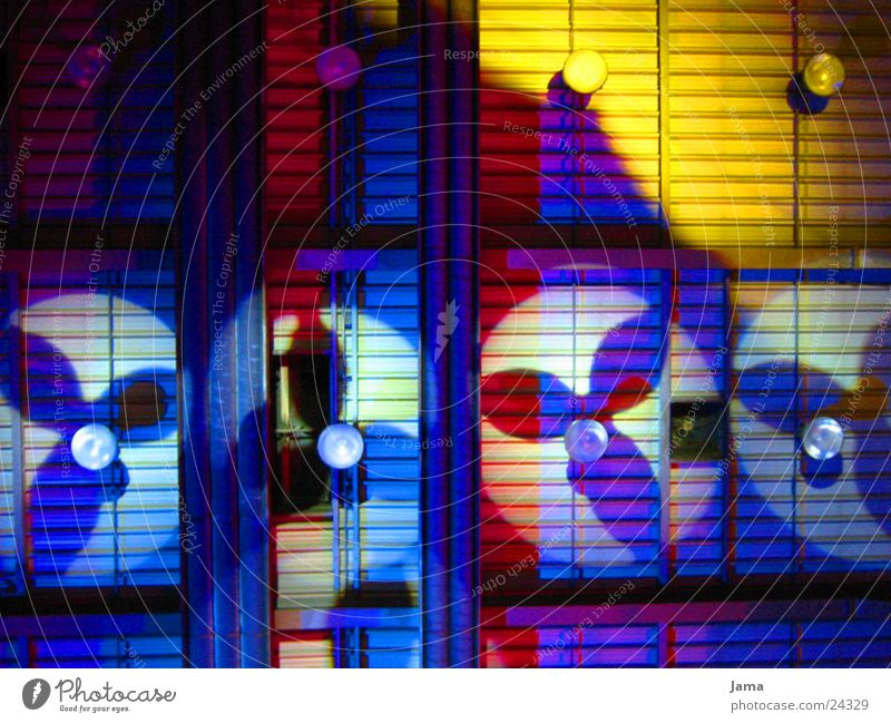 licht und schatten Licht Ventilator gelb rot Lightshow Langzeitbelichtung Farbe Schatten blau