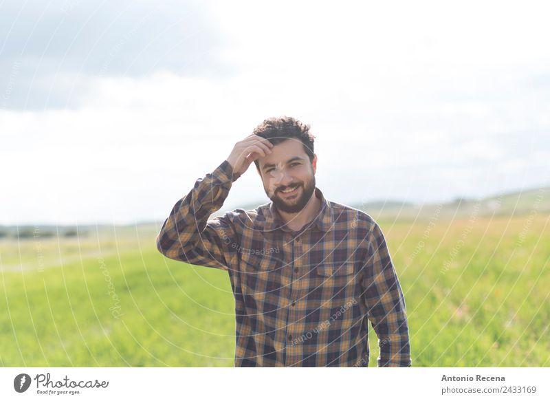 Bartiger Mann Lifestyle Glück Mensch Erwachsene 1 Lächeln selbstbewußt Einsamkeit Arabien Hipster bärtig Vollbart laufen Sonnenuntergang Frühling