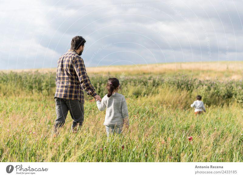 Wandern im Frühling Spielen Kind Baby Kleinkind Mädchen Junge Mann Erwachsene Eltern Vater Familie & Verwandtschaft Kindheit 3 Mensch 1-3 Jahre 3-8 Jahre