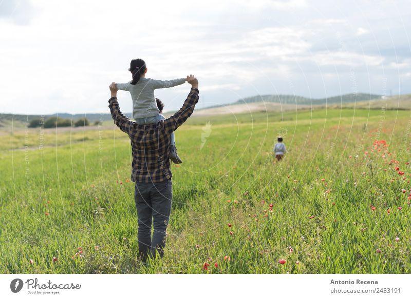 Familienwandern Spielen Kind Mensch Mädchen Junge Mann Erwachsene Eltern Vater Familie & Verwandtschaft Kindheit 1-3 Jahre Kleinkind 3-8 Jahre 30-45 Jahre Blume