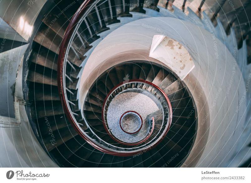 Turbinen Treppe Leuchtturm alt blau schön rot Architektur Innenarchitektur Holz Stein braun oben Design Zufriedenheit träumen ästhetisch Ordnung