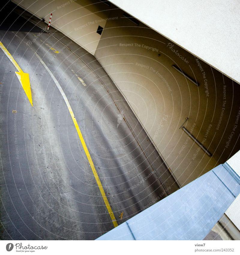drive DownUnder Haus Mauer Wand Fassade Verkehr Straße Wege & Pfade Stein Beton Schriftzeichen Schilder & Markierungen Verkehrszeichen Linie authentisch elegant