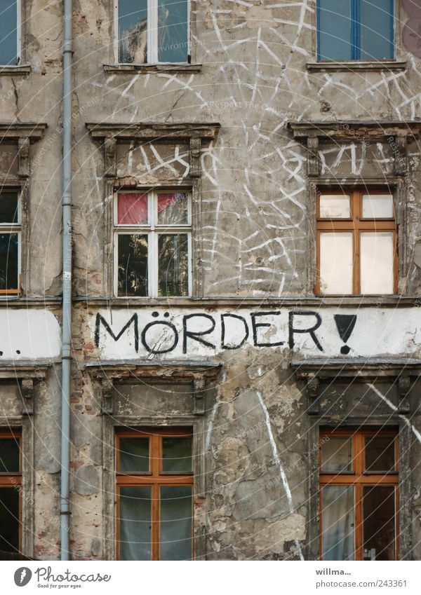 . Haus Fenster Graffiti Gebäude Tod Fassade Angst Schriftzeichen Vergänglichkeit Trauer Todesangst Verfall Gewalt Krieg Text Politik & Staat