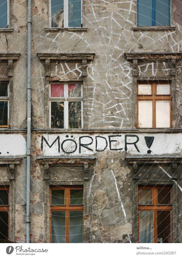 . Schriftzeichen Text Mörder Mord Kriminalroman Graffiti Haus schuldig Gebäude Fassade Fenster Gewalt Angst Todesangst Politik & Staat protestieren rebellieren