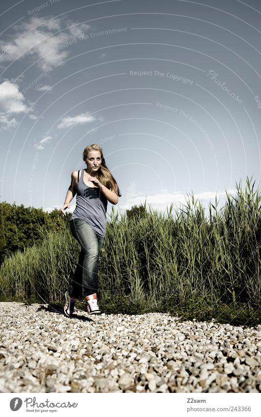 lena rennt! Mensch Himmel Natur Jugendliche Pflanze Sommer Erwachsene Umwelt Landschaft Sport Bewegung Stil See blond Freizeit & Hobby elegant