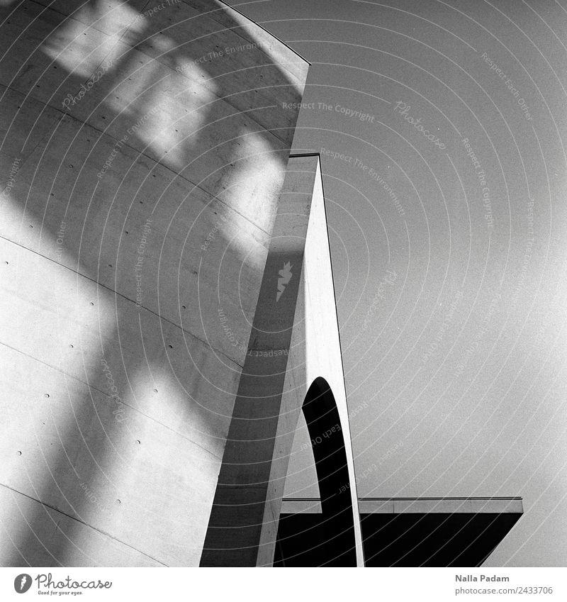 Berlin, wa? Klaro. Stadt Hauptstadt Stadtzentrum Menschenleer Haus Bauwerk Gebäude Architektur Mauer Wand Fassade Dach Politik & Staat Beton Brutalismus Linie
