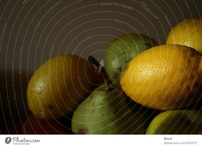 vlaamse vruchten Lebensmittel Frucht Ernährung Vegetarische Ernährung Gesundheit gelb grün Stillleben Birne Zitrone Obstteller Hülle Stengel dunkel Stapel
