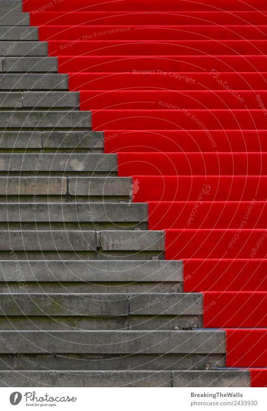 Nahaufnahme des roten Teppichs über der grauen Betontreppe Design Nachtleben Veranstaltung Feste & Feiern Stadt Bauwerk Gebäude Architektur Treppe Stein