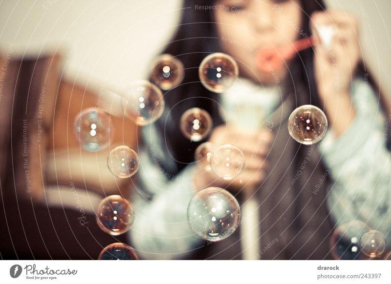 Mensch Kind Mädchen Luft Kindheit gold blasen Luftblase fliegend 3-8 Jahre