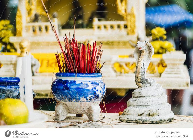Räucherstäbchen vor thailändischem Schrein Ferien & Urlaub & Reisen Ferne Sommer Sommerurlaub Kultur authentisch exotisch historisch Religion & Glaube