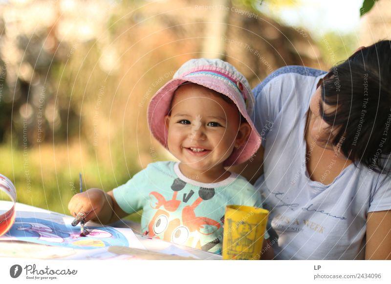 Mutter und Tochter Lifestyle Freizeit & Hobby Spielen Handarbeit Kinderspiel Kindererziehung Bildung Kindergarten Schule Lehrer Berufsausbildung Hochschullehrer