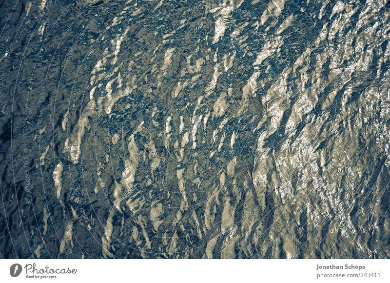 knittrige Oberfläche, drunter kalt Wasser blau Ferien & Urlaub & Reisen See Wellen nass gold Fluss einfach Schwimmen & Baden Falte deutlich feucht Teich fließen