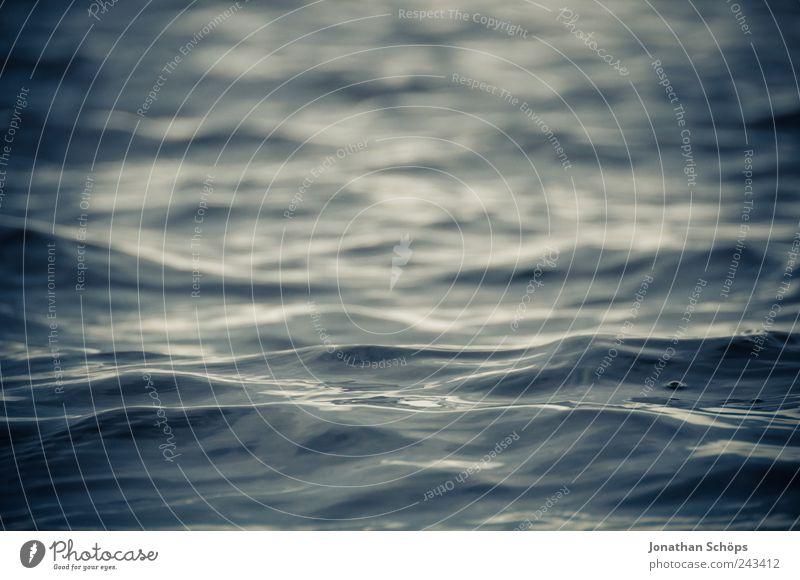 seichter Wellengang Natur Wasser Meer blau kalt Bewegung See glänzend nass Perspektive Fluss Schwimmen & Baden Dynamik genießen feucht