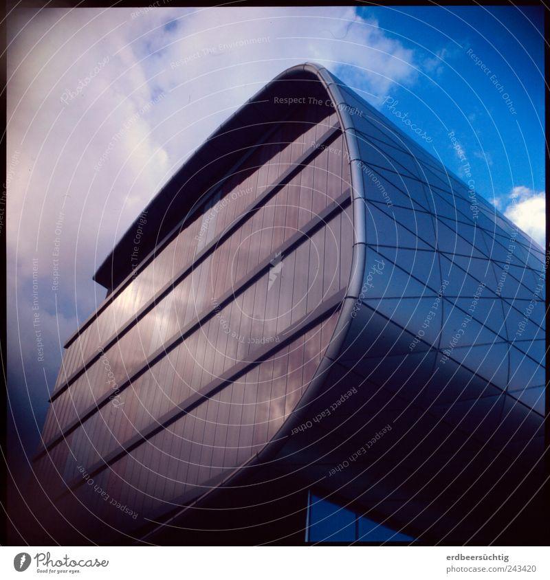 Die Zukunft des Buchs Himmel blau Wolken Architektur Gebäude Glas glänzend modern Studium Bildung Wissenschaften Leipzig Futurismus Sehenswürdigkeit Geometrie