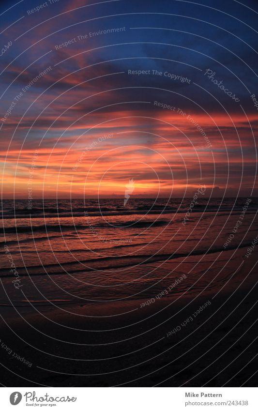 Farbenspiel 2 Sommer Strand Meer Natur Wasser Himmel Wolken Sonnenaufgang Sonnenuntergang Wellen Küste beobachten Blick warten Unendlichkeit Kitsch Wärme
