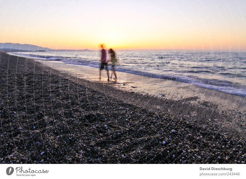 Wir beide und das Meer Mensch Frau Mann blau Wasser Ferien & Urlaub & Reisen Sommer Meer Strand Ferne Liebe Landschaft gelb Freiheit Küste Glück