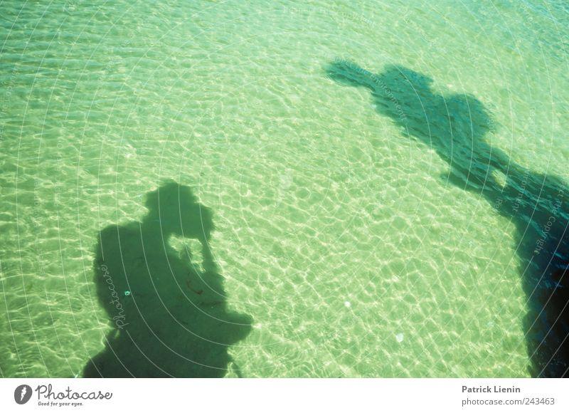 shallow water Mensch Ferien & Urlaub & Reisen Meer Freude Umwelt Freiheit Küste Wellen Zufriedenheit Freizeit & Hobby nass maskulin Tourismus Perspektive stehen Urelemente