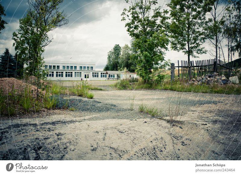Ende Gelände Himmel Natur Landschaft Gefühle Gebäude Stimmung Deutschland Platz Schulgebäude Baustelle Bauwerk Fabrik Zaun Unbewohnt kahl vergessen
