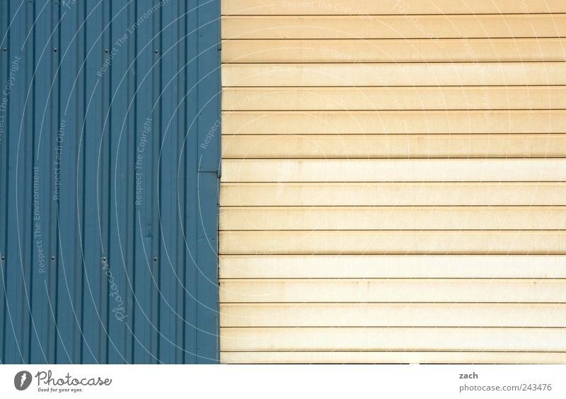 geschlossen blau wei haus ein lizenzfreies stock foto von photocase. Black Bedroom Furniture Sets. Home Design Ideas