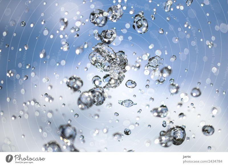 wet II Wasser Wassertropfen Himmel Wolken Sommer Schönes Wetter fliegen Flüssigkeit frisch Gesundheit glänzend nass natürlich positiv blau Natur Erfrischung