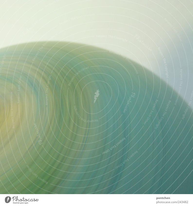 Blauer Farbverlauf. Sich drehender Globus. Globalisierung, Fortschritt. Kugel Bewegung blau gelb Erde Symbole & Metaphern abstrakt Geschwindigkeit