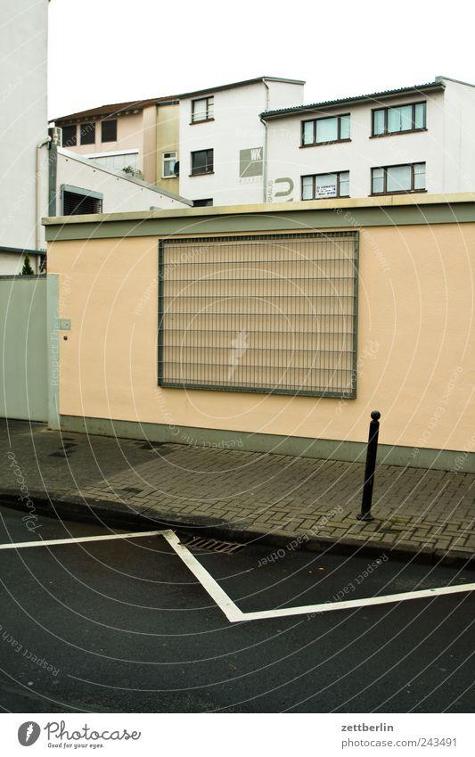 Gießen Kleinstadt Stadt Haus Bauwerk Gebäude Architektur Mauer Wand Fassade Fenster Traurigkeit Sorge Liebeskummer Müdigkeit Sehnsucht Heimweh Fernweh