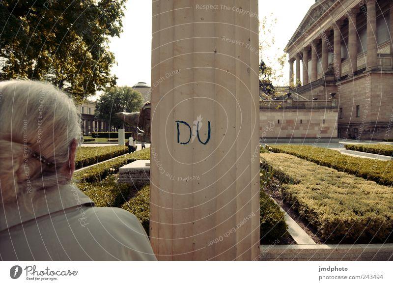 Du Mensch Frau alt Einsamkeit Erholung Graffiti Architektur Garten Park Kunst Zufriedenheit Freizeit & Hobby Beginn ästhetisch Romantik Kultur