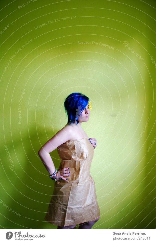 . Mensch Jugendliche Erwachsene feminin Wand Haare & Frisuren Mauer Traurigkeit Papier stehen einzigartig 18-30 Jahre Junge Frau Schmuck Punk Tüte