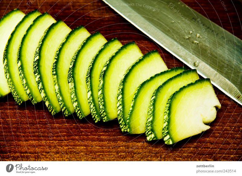 Zucchini Pflanze Blume Blüte Garten Frucht Lebensmittel Wachstum frisch Ernährung Küche Ernte Bioprodukte Messer Scheibe Diät Schneidebrett