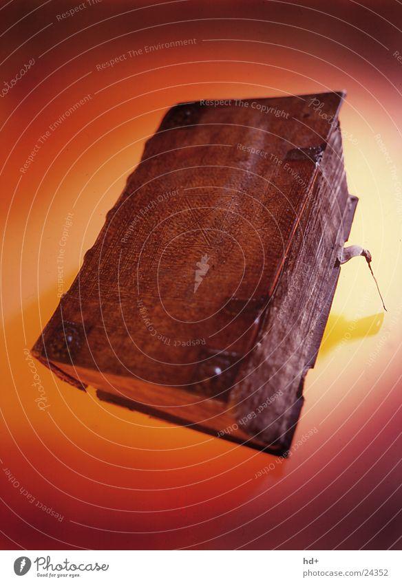Bibel Buch historisch Dinge Lexikon alt roter hintergrund