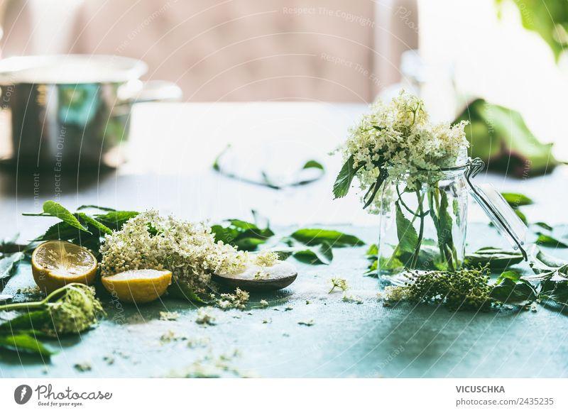 Holunderblüten mit Zucker und Zitrone auf dem Tisch Natur Sommer Gesunde Ernährung Foodfotografie Lifestyle gelb Gesundheit Stil Lebensmittel Häusliches Leben