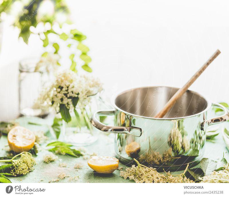 Topf mit Löffel, Holunderblüten und Zitrone Lebensmittel Marmelade Ernährung Bioprodukte Vegetarische Ernährung Geschirr Lifestyle Stil Gesundheit