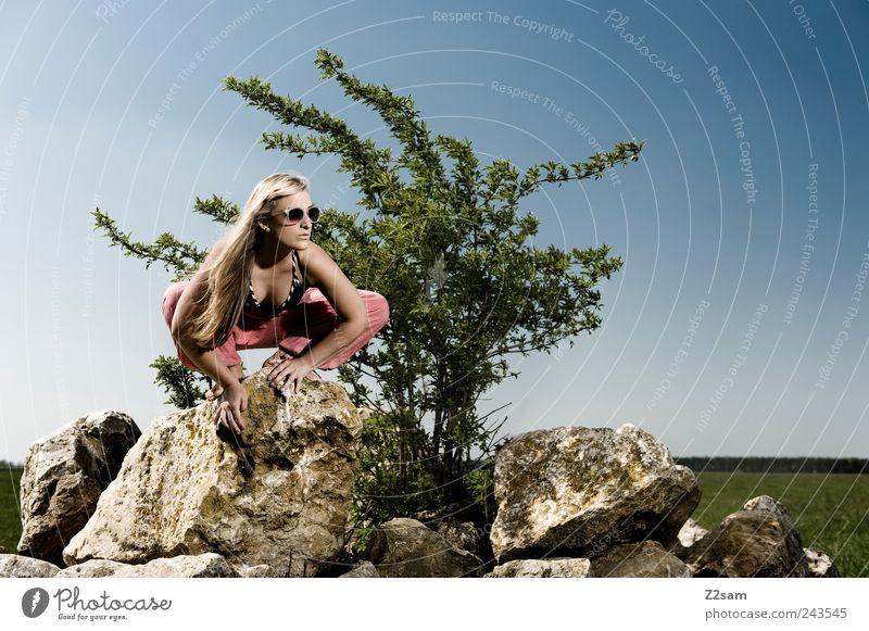 spider Mensch Himmel Natur Jugendliche Baum Sommer Erwachsene Erholung Wiese Landschaft feminin Stil träumen blond Felsen sitzen