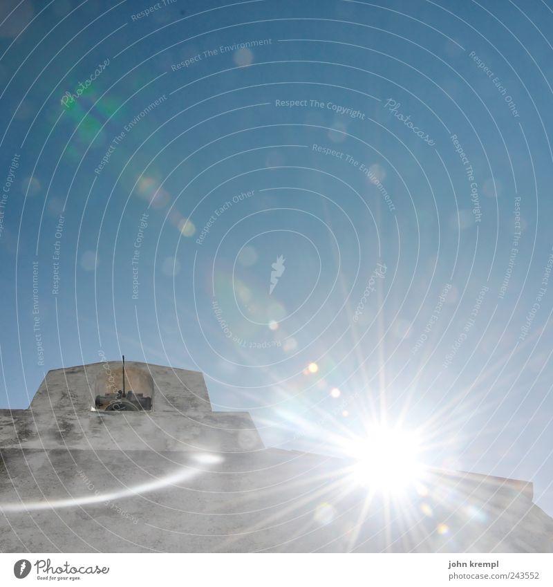 [ZICKENKRIEG] sun hits the sky blau weiß Sonne Wärme Architektur Gebäude grau Religion & Glaube hell Kraft leuchten Kirche Lebensfreude Hoffnung Bauwerk