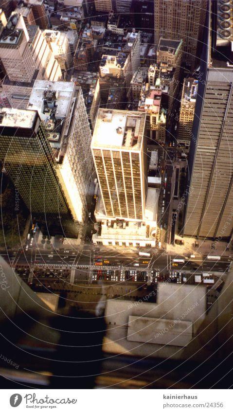 Blick vom WTC Mensch klein Hochhaus New York City Nordamerika World Trade Center Straßenschlucht