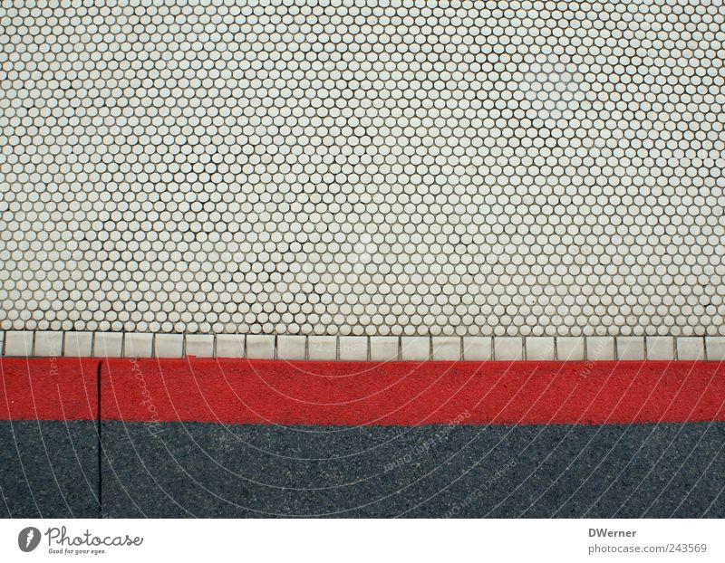 Vorsicht Stufe! Treppe Fassade Verkehrswege Straßenverkehr Fußgänger Stein Zeichen Schilder & Markierungen Linie Streifen dreckig grau rot weiß Einsamkeit