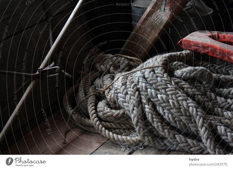 Seemannsgarn Schifffahrt Seil Schwimmweste Tampen Fischerei Fischereiwirtschaft alt braun grau ruhig Idylle Nostalgie Vergangenheit Vergänglichkeit Zeit maritim