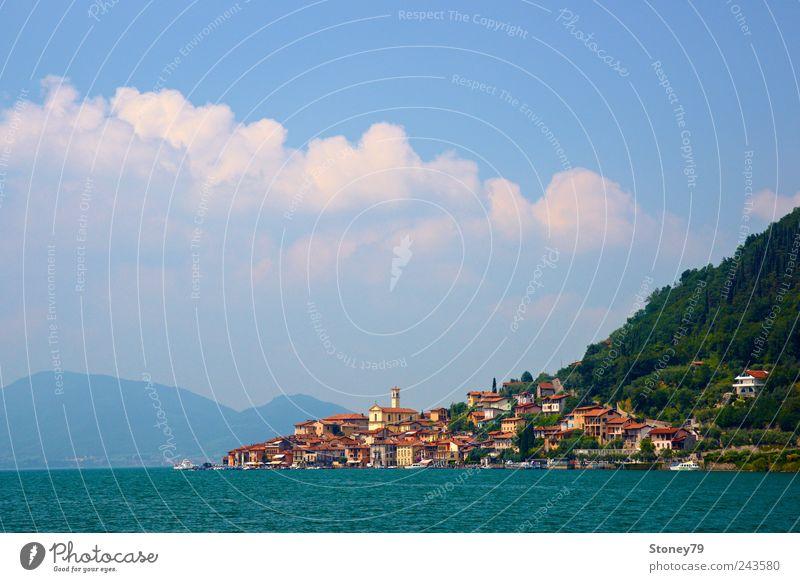 Peschiera Maraglio Wasser Himmel blau Sommer Haus Wolken See Landschaft Küste Insel Italien Dorf Schifffahrt Schönes Wetter Fernweh Sommerurlaub