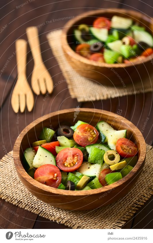 Frischer Salat Gemüse Salatbeilage Frucht Kräuter & Gewürze Vegetarische Ernährung frisch Lebensmittel roh Salatgurke Tomate Kirsche Paprika oliv Scheibe