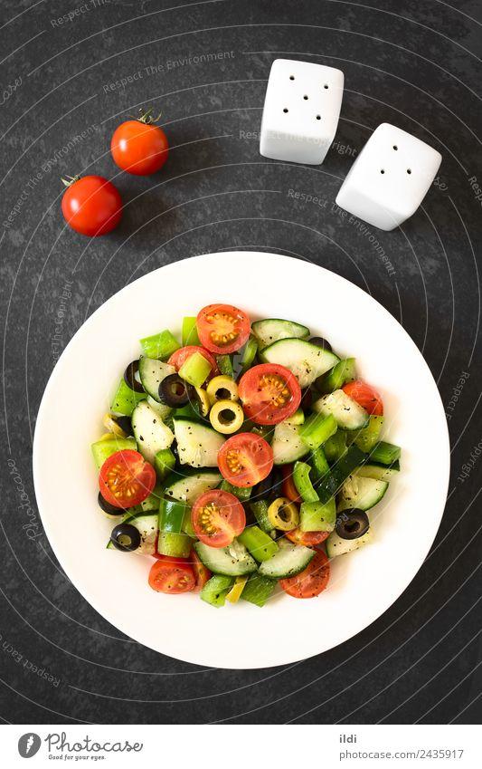 Frischer Salat Gemüse Salatbeilage Frucht Kräuter & Gewürze Vegetarische Ernährung frisch Lebensmittel roh Salatgurke Tomate Paprika oliv Scheibe Oregano