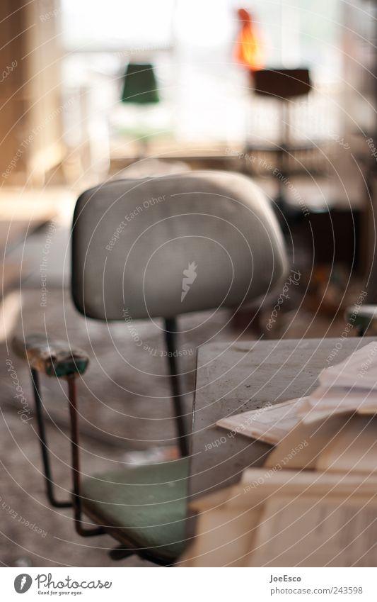 #243598 dunkel Büro Arbeit & Erwerbstätigkeit Raum Beginn Tisch Studium kaputt Lifestyle Stuhl Bildung Umzug (Wohnungswechsel) Schreibtisch Möbel Verfall Ruine