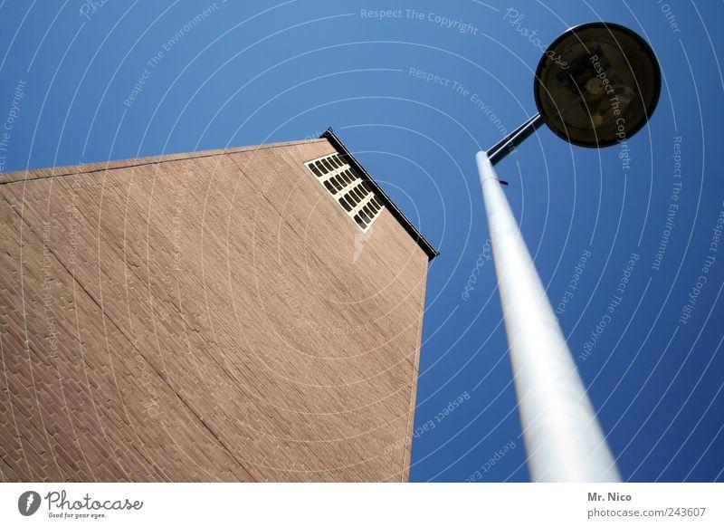 dick & doof Kirche Turm Bauwerk Gebäude Architektur Mauer Wand Fassade Sehenswürdigkeit Metall groß Lampe Laterne 2 ausschalten hoch Beleuchtung Christentum