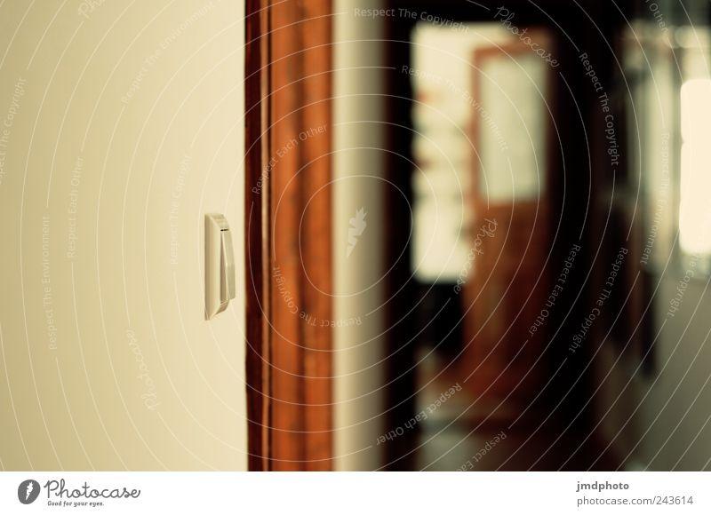 Flur weiß ruhig Einsamkeit Holz träumen Traurigkeit Zufriedenheit Angst Tür Wohnung elegant Design modern Innenarchitektur Häusliches Leben Neugier