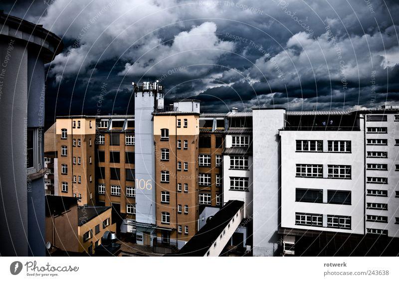 rotwerk city worklife Fabrik Dienstleistungsgewerbe Himmel Gewitterwolken schlechtes Wetter Unwetter Stadt Haus Bauwerk Gebäude Architektur Fassade Terrasse