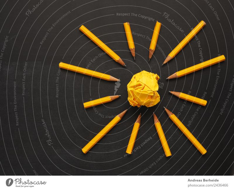Teamwork Stifte Papierkugel gelb Hintergrundbild Business Büro Kreativität Erfolg Energie Idee planen Symbole & Metaphern Inspiration Tafel Arbeitsplatz
